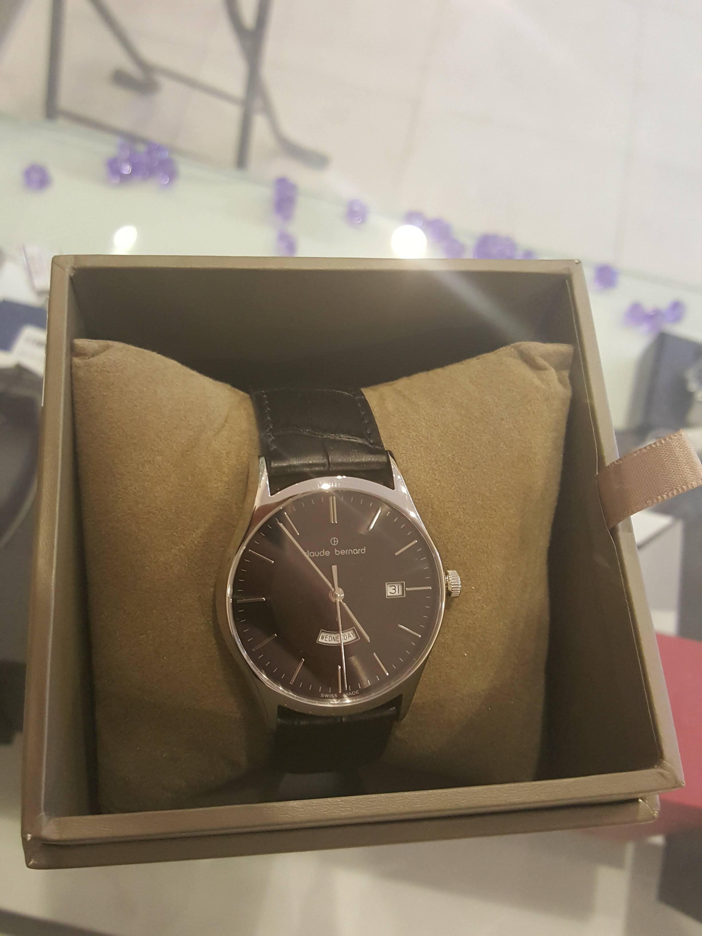 Ý duyên shop chuyên đồng hồ sách tay chính hãng